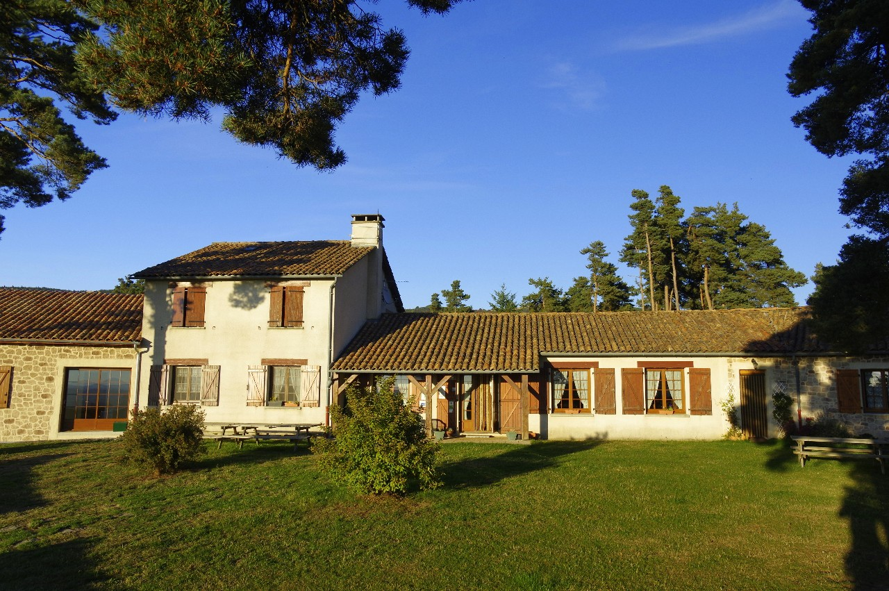 maison-hotes-stflour-margeride-cantal-auvergne-piscine-12
